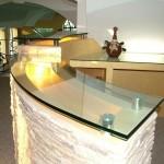 Барные стойки и ресепшн из стекла