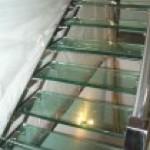 Лестничные ступени и ограждения из стекла 25
