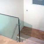 Лестничные ступени и ограждения из стекла 29