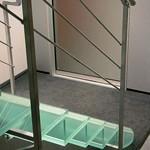 Лестничные ступени и ограждения из стекла 33