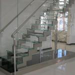 Лестничные ступени и ограждения из стекла 37