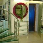 Лестничные ступени и ограждения из стекла 44