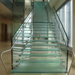 Лестничные ступени и ограждения из стекла